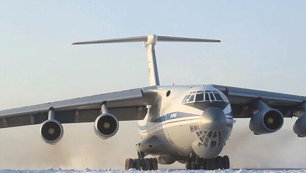 Avión militar que evacúa a los ciudadanos rusos de la ciudad china de Wuhan - Sputnik Mundo