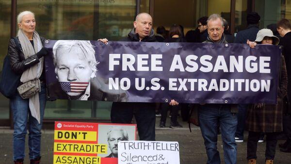 Manifestación contra la extradición del activista australiano, Julian Assange - Sputnik Mundo