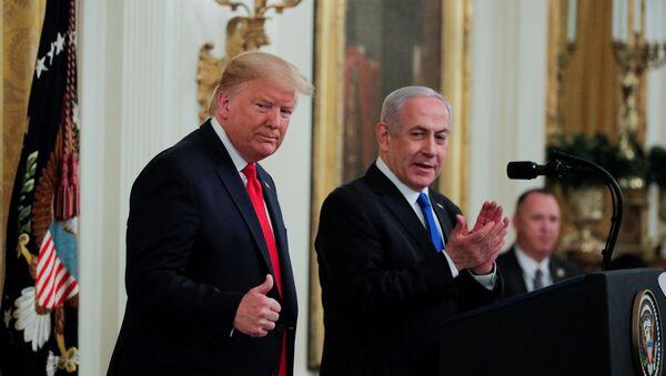 El presidente de los Estados Unidos, Donald Trump, y el primer ministro de Israel, Benjamín Netanyahu - Sputnik Mundo