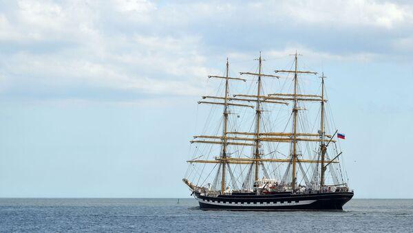 El velero ruso  Kruzenshtern sale del puerto de Montevideo rumbo a la ciudad argentina de Ushuaia - Sputnik Mundo