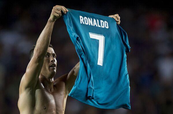 Cristiano Ronaldo celebra su 35 cumpleaños - Sputnik Mundo