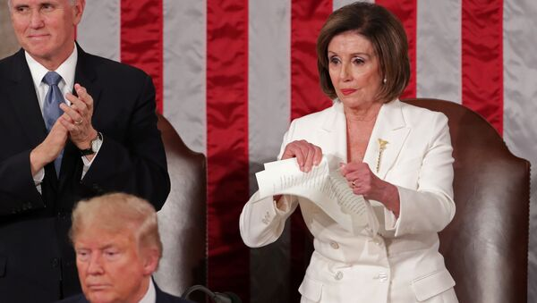 Nancy Pelosi, presidenta de la Cámara de Representantes de EEUU, rompe una cópia del discurso del presidente, Donald Trump - Sputnik Mundo