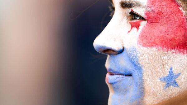 Una persona con la bandera de Panamá pintada en la cara - Sputnik Mundo