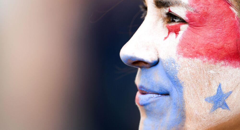 Una persona con la bandera de Panamá pintada en la cara (referencial)