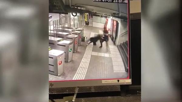 Agresión en metro de Barcelona - Sputnik Mundo