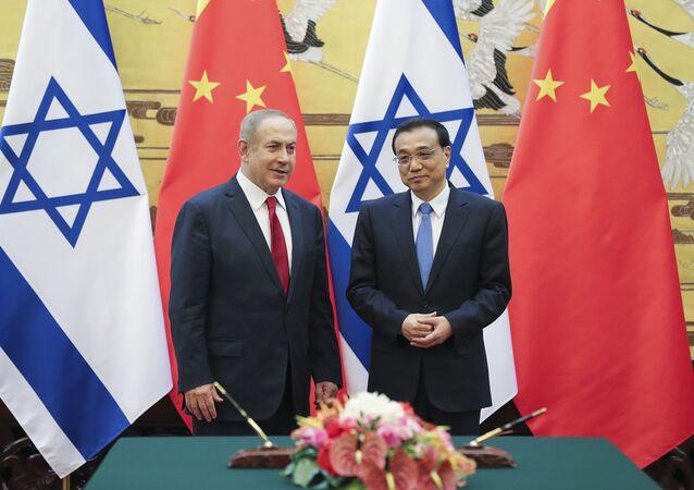 El primer ministro israelí, Benjamin Netanyahu, y el premier chino, Li Keqiang (archivo)