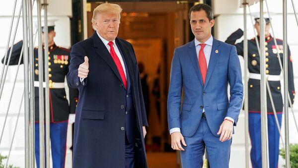 El presidente estadounidense, Donald Trump, y líder opositor venezolano Juan Guaidó - Sputnik Mundo