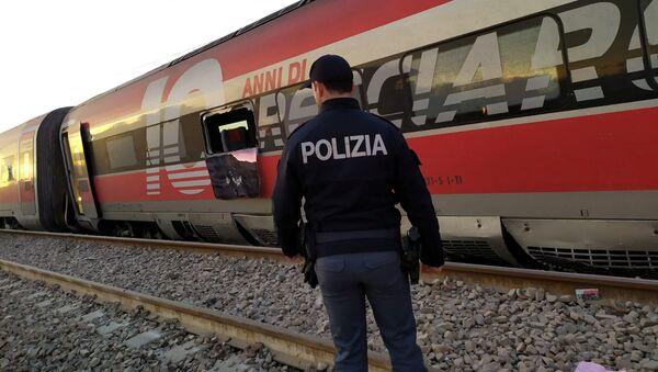 Tren descarrilado en Italia - Sputnik Mundo