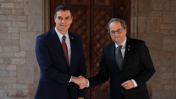 El presidente de España, Pedro Sánchez, y el presidente de Cataluña, Quim Torra - Sputnik Mundo