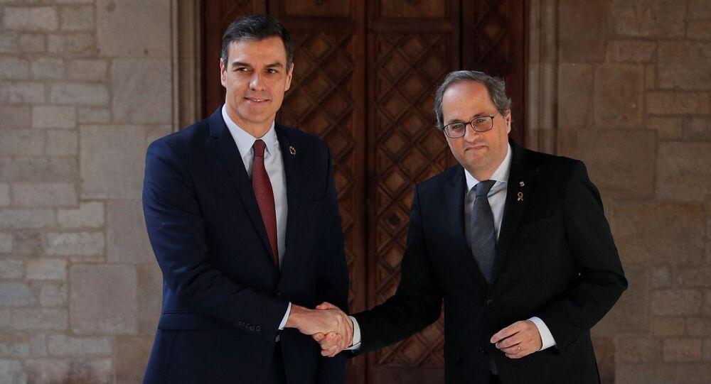 El presidente del Gobierno español, Pedro Sánchez, y el presidente de Cataluña, Quim Torra