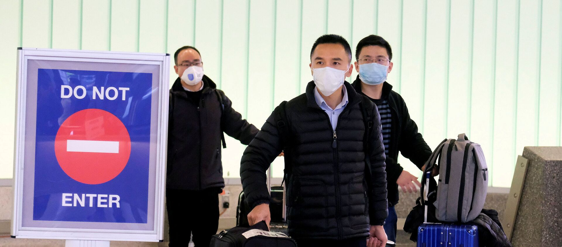 Unos chinos en mascarillas durante expansión del coronavirus  - Sputnik Mundo, 1920, 06.02.2020