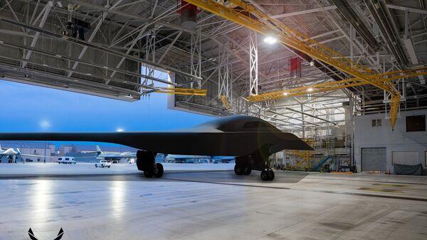 Ilustración del bombardero B-21 Raider en la base aérea de Ellsworth - Sputnik Mundo