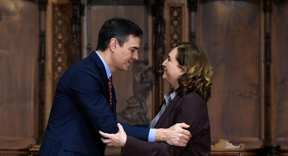 El presidente de España, Pedro Sánchez, y la alcaldesa de Barcelona, Ada Colau