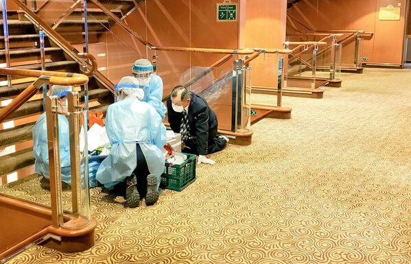 A merced del coronavirus: cómo viven los pasajeros en cuarentena en el Diamond Princess  - Sputnik Mundo