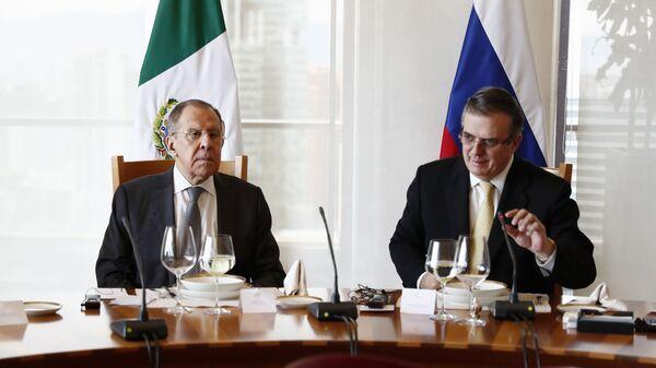 El canciller ruso, Serguéi Lavrov, y su homólogo mexicano, Marcelo Ebrard - Sputnik Mundo