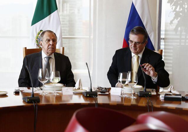 El canciller ruso, Serguéi Lavrov, y su homólogo mexicano, Marcelo Ebrard