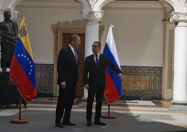 El ministro de Asuntos Exteriores de Rusia, Serguéi Lavrov, y su homólogo, Jorge Arreaza