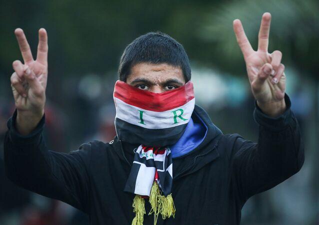 Manifestante iraquí en Bagdad durante las protestas antigubernamentales