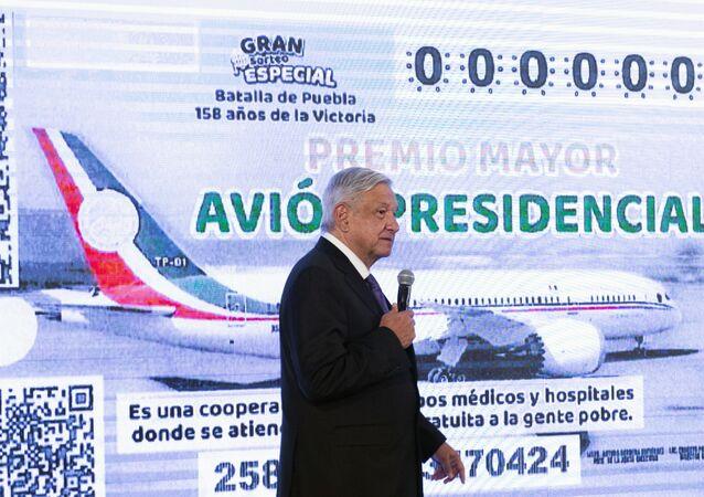 Andrés Manuel López anuncia el lanzamiento de billetes de lotería para vender el avión presidencial