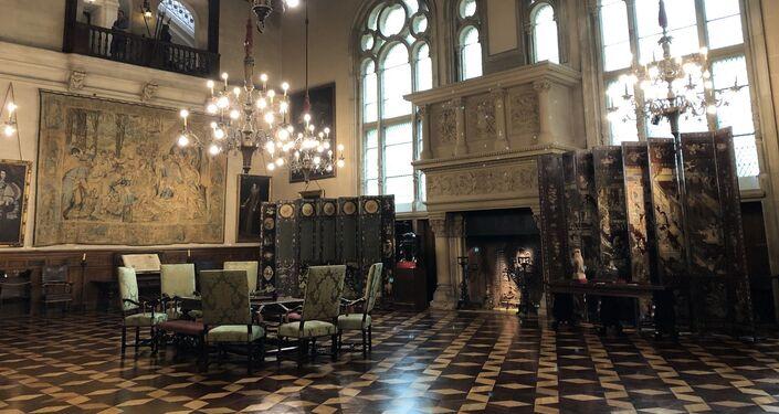 El Gran Hall destaca por su doble altura, sus tapices y piezas del siglo XVI y su estilo renacentista