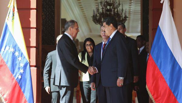 El cancileer ruso, Serguéi Lavrov, y el presidente de Venezuela, Nicolás Maduro - Sputnik Mundo