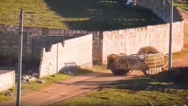 Un terrorista suicida en un BMP modificado - Sputnik Mundo