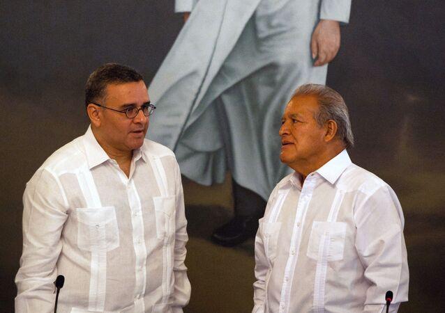 Mauricio Funes y Salvador Sánchez Cerén, expresidentes de El Salvador