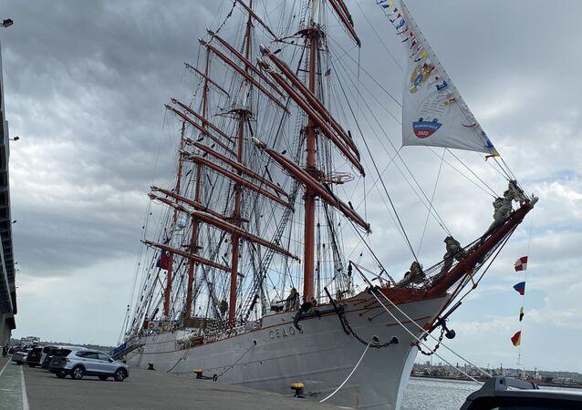 El velero ruso Sedov, que cuenta con 117,5 metros de eslora y logra alcanzar una velocidad de casi 19 kilómetros por hora.