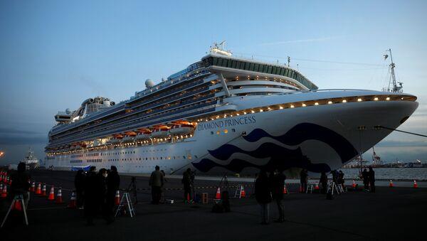 El crucero Diamond Princess, bloqueado en Yokohama - Sputnik Mundo