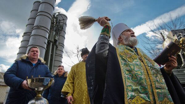 Ceremonia de la bendición de los sistemas de defensa antiaérea rusos S-400 Triumf (archivo) - Sputnik Mundo