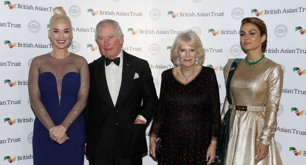 La cantante Katy Perry, el príncipe Carlos, su esposa Camila, la duquesa de Cornwall y Natasha Poonawalla, empresaria de la India