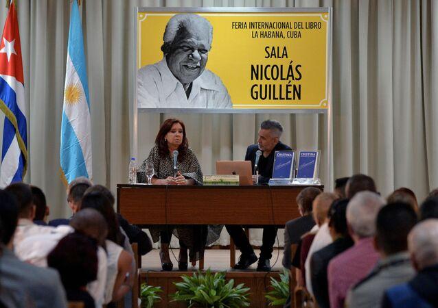 La vicepresidenta argentina, Cristina Fernández, presenta en La Habana su libro Sinceramente