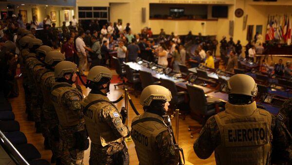 Los militares en el Parlamento de El Salvador - Sputnik Mundo