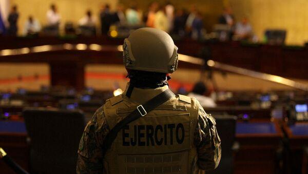 Un militar en el Parlamento de El Salvador - Sputnik Mundo