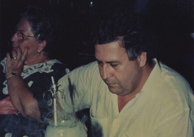 El narcotraficante Pablo Escobar celebrando el cumpleaños de su hijo en la Hacienda Nápoles.