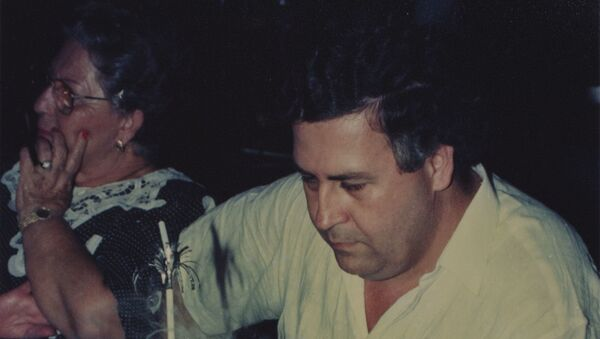 El narcotraficante Pablo Escobar celebrando el cumpleaños de su hijo en la Hacienda Nápoles. - Sputnik Mundo