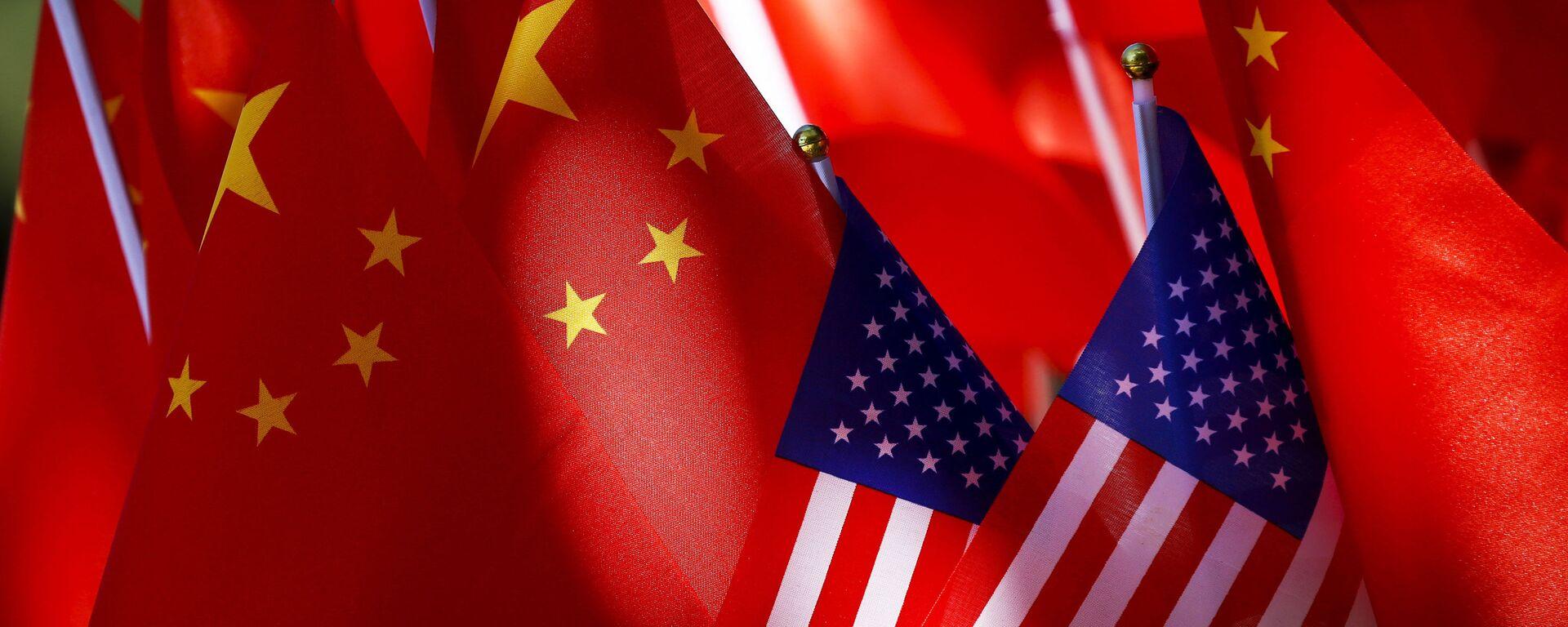 Banderas de EEUU y China - Sputnik Mundo, 1920, 22.06.2021
