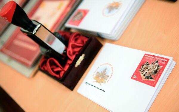 Sobres con sellos en la ceremonia de cancelación del sello postal emitido con motivo del 75 aniversario de la Conferencia de Yalta - Sputnik Mundo