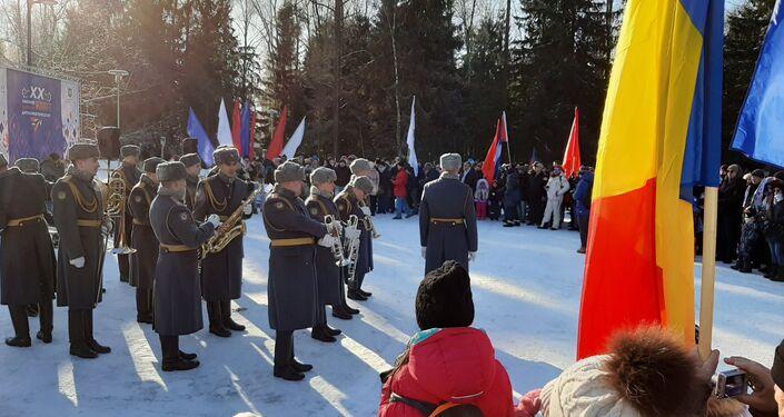 Banda musical militar en la ceremonia de inauguración de los XX Juegos Diplomáticos de Invierno