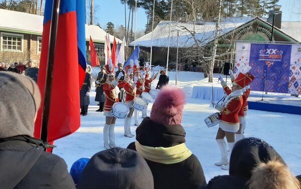 Desfile de chicas con tambores - Sputnik Mundo