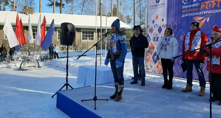 Svetlana Zhúrova en la ceremonia de inauguración de los XX Juegos Diplomáticos de Invierno