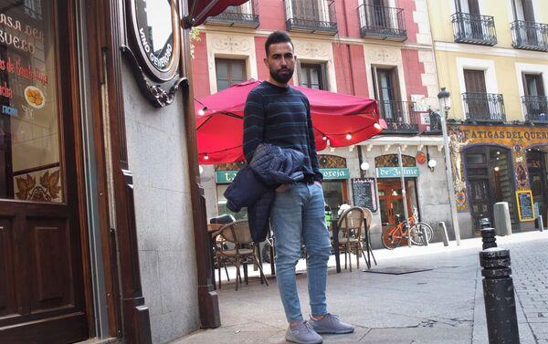 Mohammed Subat, periodista sirio, en una calle de Madrid. - Sputnik Mundo