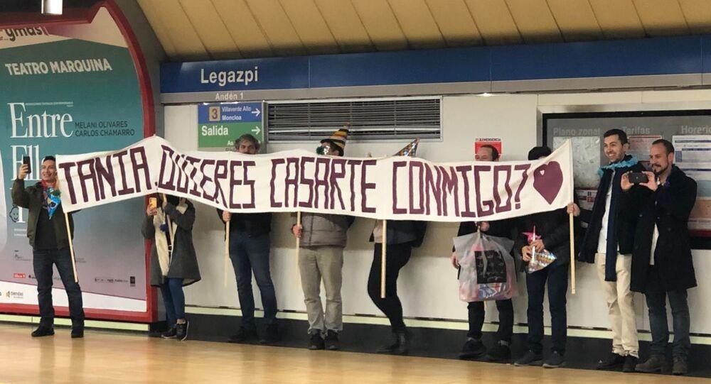 Pedida de mano en el metro de Madrid Legazpi
