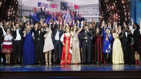 Estudiantes de la Universidad Rusa de la Amistad de los Pueblos durante el concierto de los 60 años de la institución - Sputnik Mundo