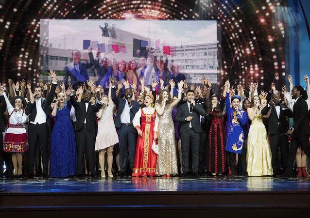 Estudiantes de la Universidad Rusa de la Amistad de los Pueblos durante el concierto de los 60 años de la institución