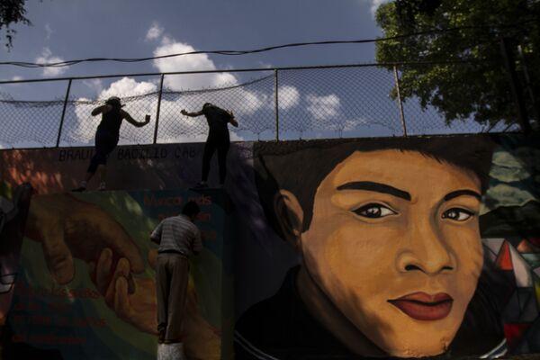 Miguel Basilio, padre de Braulio Basilio Caballero, un niño desaparecido el 28 de septiembre del 2016 en las instalaciones del paradero de Pantitlan, durante la elaboración del mural de su hijo. - Sputnik Mundo