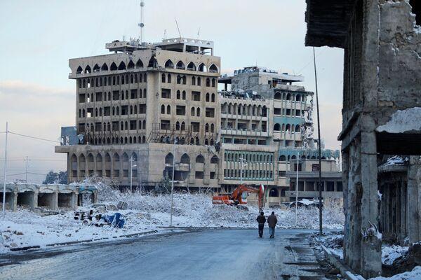 El casco antiguo de Mosul destruido por la guerra y cubierto de nieve, febrero de 2020. - Sputnik Mundo