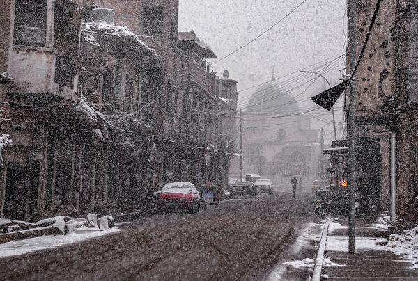 Una de las calles de Mosul cubierta de nieve, febrero de 2020. - Sputnik Mundo