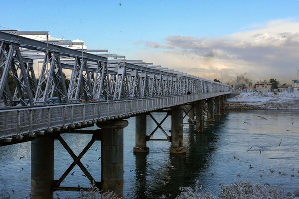 Un puente antiguo en Mosul, febrero de 2020. - Sputnik Mundo