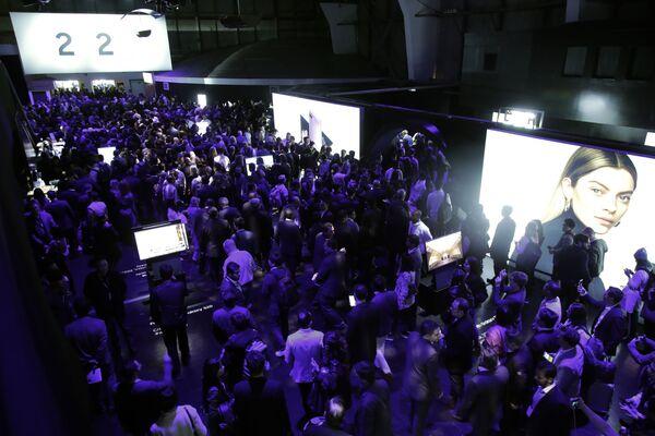 El smartphone plegable y otras novedades de Samsung durante el Galaxy Unpacked 2020  - Sputnik Mundo